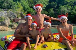 Шевченко в шапке с оленьими рогами и на водном скутере поздравил с Рождеством и Новым годом