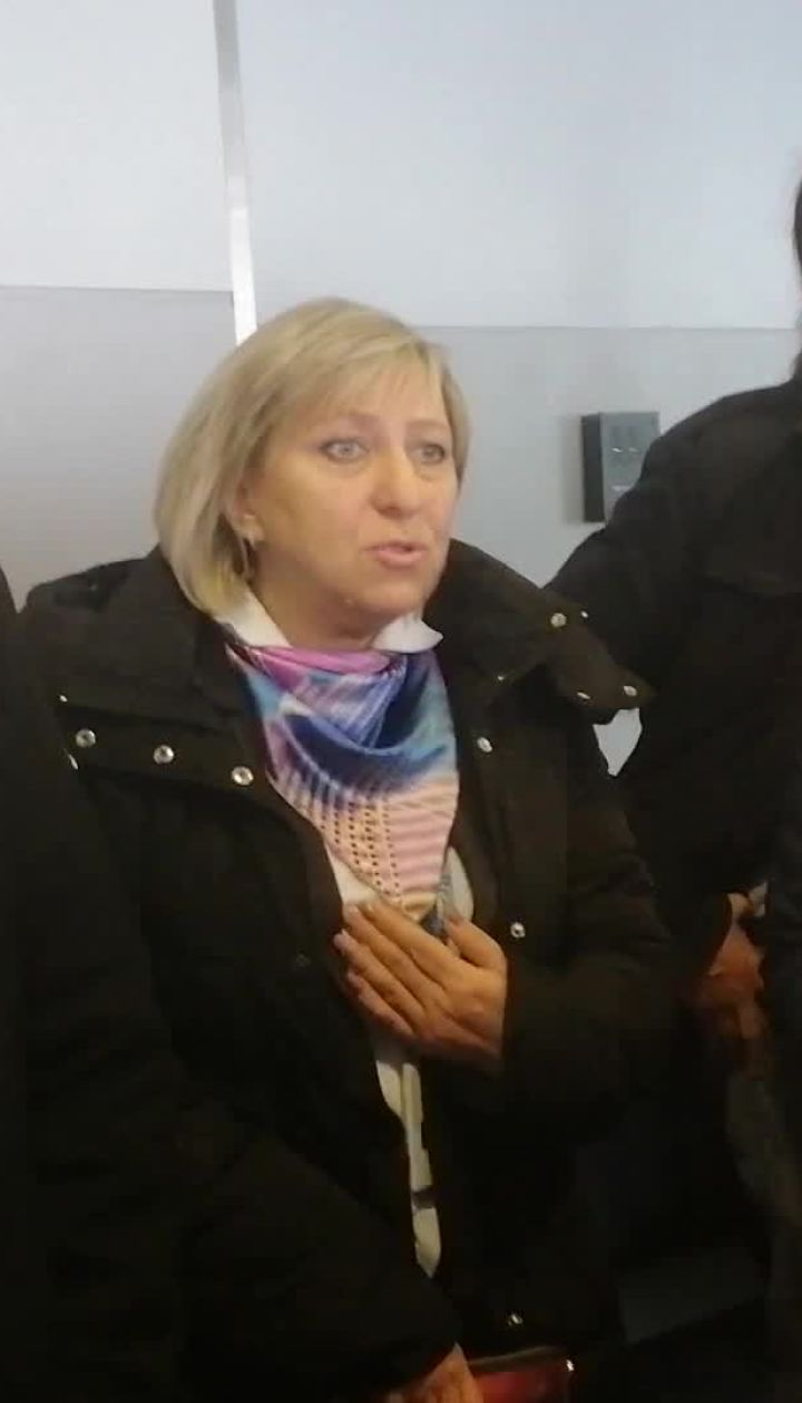 """Пасажири в очікуванні рейсу взяли в """"заручники"""" представників Bravo Airways"""