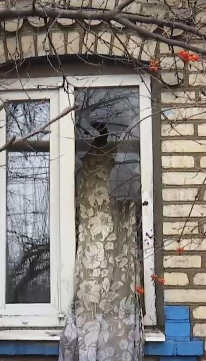 У прифронтовій Мар'їнці внаслідок вибуху у будинку загинула жінка