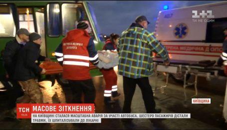 Масштабна ДТП під Києвом: на Бориспільській трасі вантажівка протаранила маршрутку
