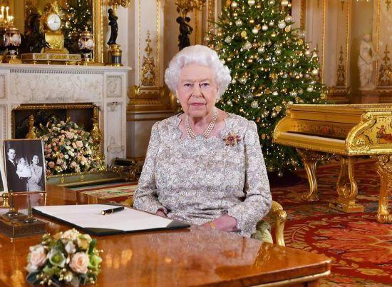 """Українською вийде бестселер """"Її величність королева Єлизавета. Життя сучасного монарха"""" Саллі Беделл Сміт"""
