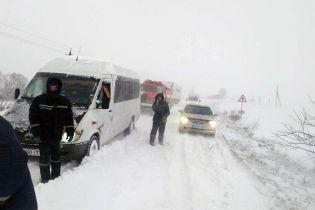 На Полтавщине из-за непогоды автомобили остановились в 20-километровой пробке