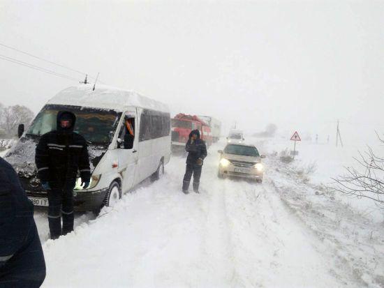 Погода на вихідні: Україну чекають снігопади, морози та відлига