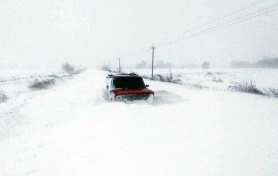 """""""Дороги нема, навіть напрямку нема"""": водії поділилися враженнями про масштабні снігопади в Україні"""