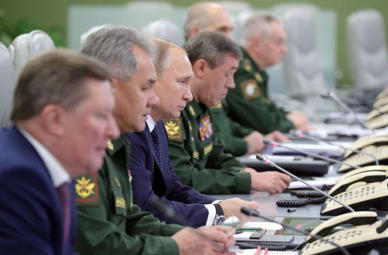 """""""Велика подія в житті країни"""". Путін похизувався першим у світі надзвуковим видом озброєння"""