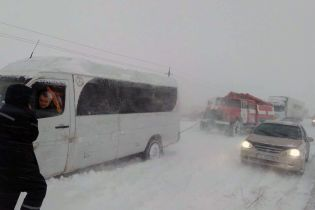 Снежный плен. В Запорожье сняли все ограничения на движение транспорта – непогода движется на юг страны