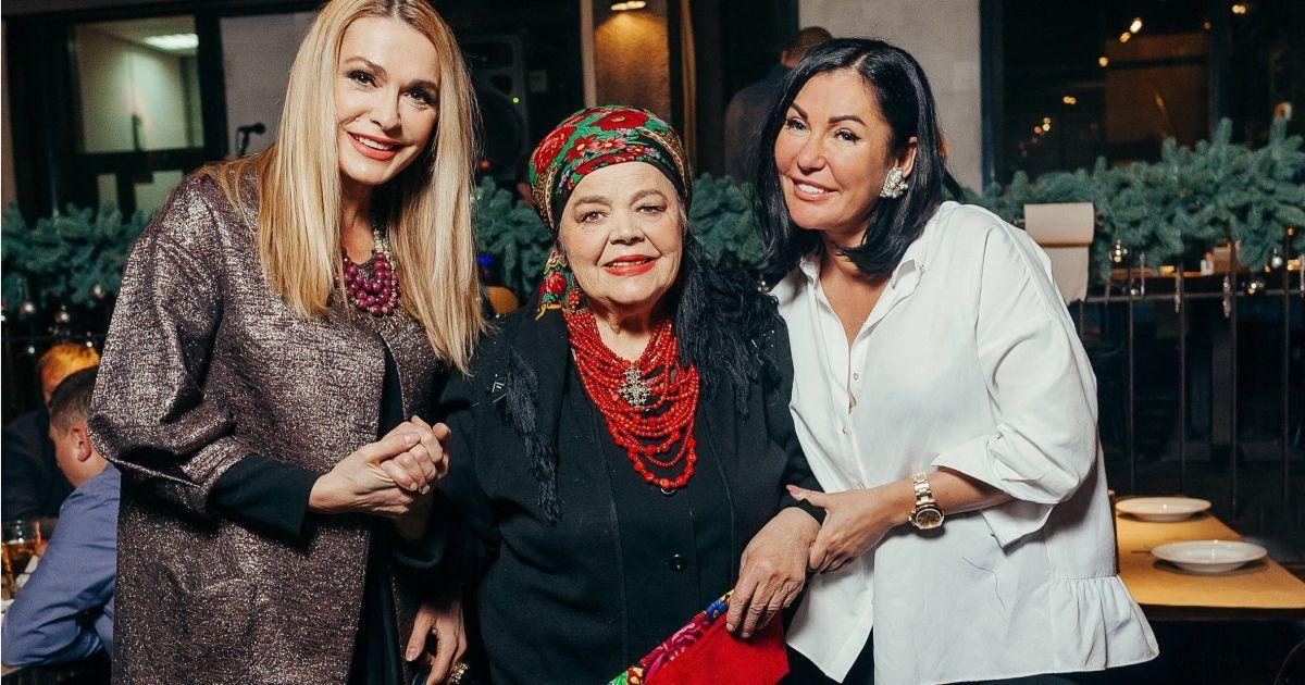 Ольга Сумская с мамой Анной Ивановной и дизайнером Юлией Айсиной @ пресс-служба Юлии Айсиной