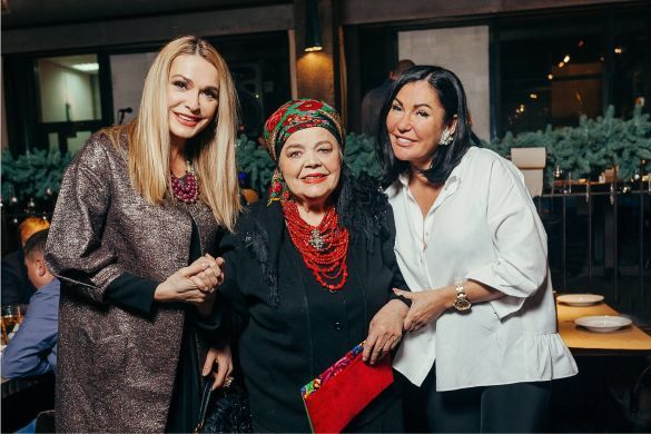 Ольга Сумська з мамою Ганною і дизайнер Юлія Айсіна