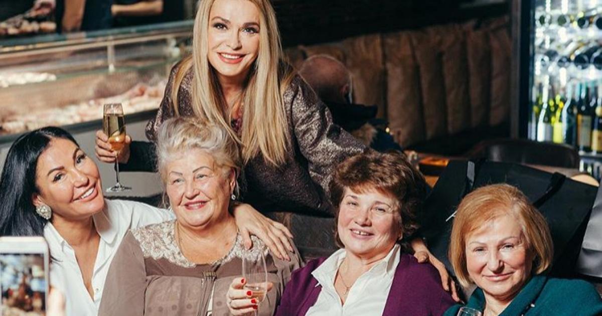 Ольга Сумская и Юлия Айсина в компании со звездными мамами @ instagram.com/olgasumska