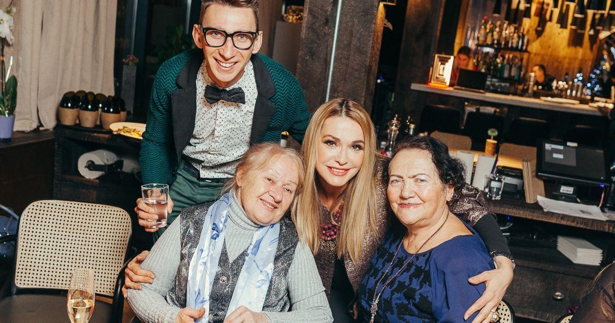 Вячеслав Соломка с мамой Галиной Дмитриевной (слева) @ пресс-служба Юлии Айсиной