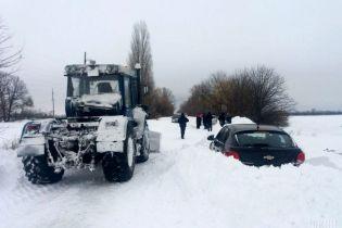 Более сотни населенных пунктов в Украине остаются без света из-за непогоды