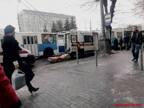 У центрі Вінниці прогримів вибух у тролейбусі, є постраждалі