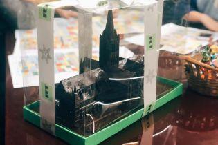 """Канал """"Дождь"""" отримав від пропагандистів Russia Today шоколадний Солсберійський собор"""