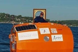 71-летний француз отправился в плавание через Атлантический океан в самодельной бочке
