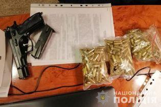 Сотні тисяч доларів, золото, зброя: на Прикарпатті викрили посадовця, який розкрадав скраплений газ