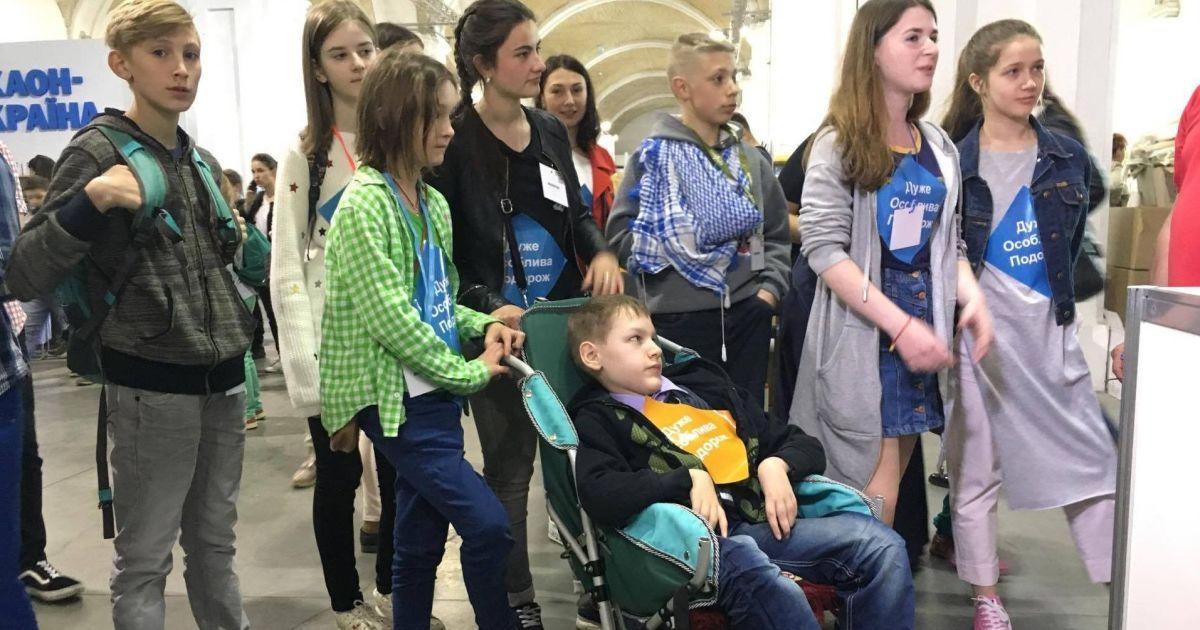 Самый молодой библиотекарь Украины оставил по себе тысячи украинских книг на Донбассе