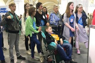 Наймолодший бібліотекар України залишив по собі тисячі українських книжок на Донбасі