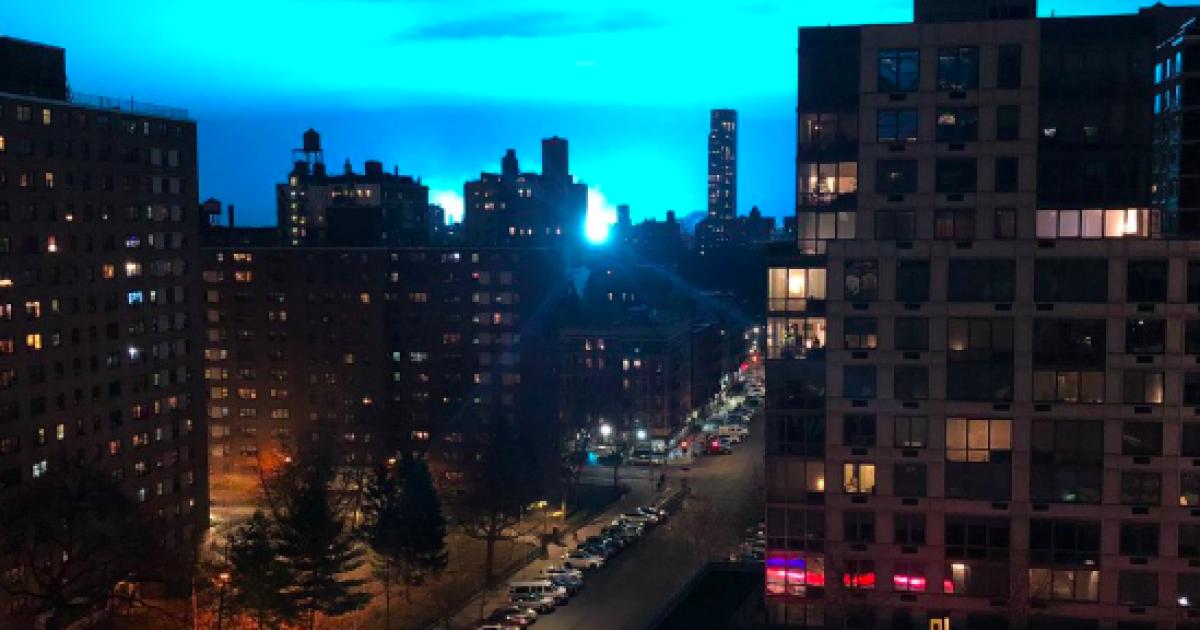 Блакитне сяйво: у Нью-Йорку вибухнув трансформатор