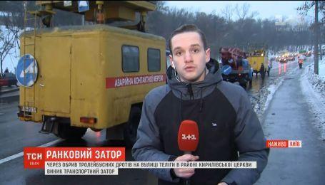 На одному з найзавантаженіших шляхів Києва зупинилися 10 тролейбусів