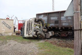 В оккупированной Керчи поезд раздавил грузовик на железнодорожном переезде
