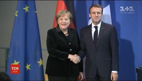 Меркель та Макрон вимагають негайно відпустити захоплених у Керченській протоці українських моряків