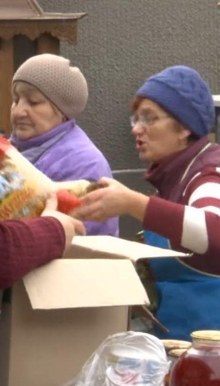 На Буковине волонтеры приготовили для военных две тонны домашних деликатесов