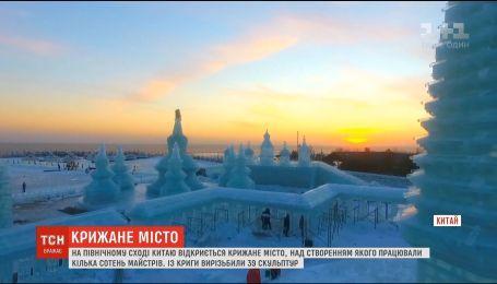 В Китае создали зимний городок из льда