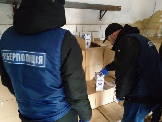 Шахраї через Інтернет торгували фальсифікатом під виглядом елітного алкоголю по всій Україні