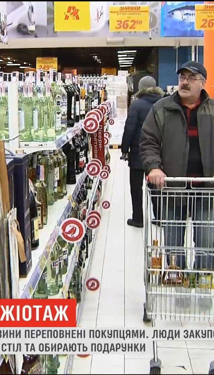 Новогодний ажиотаж: накануне праздника магазины переполнены покупателями