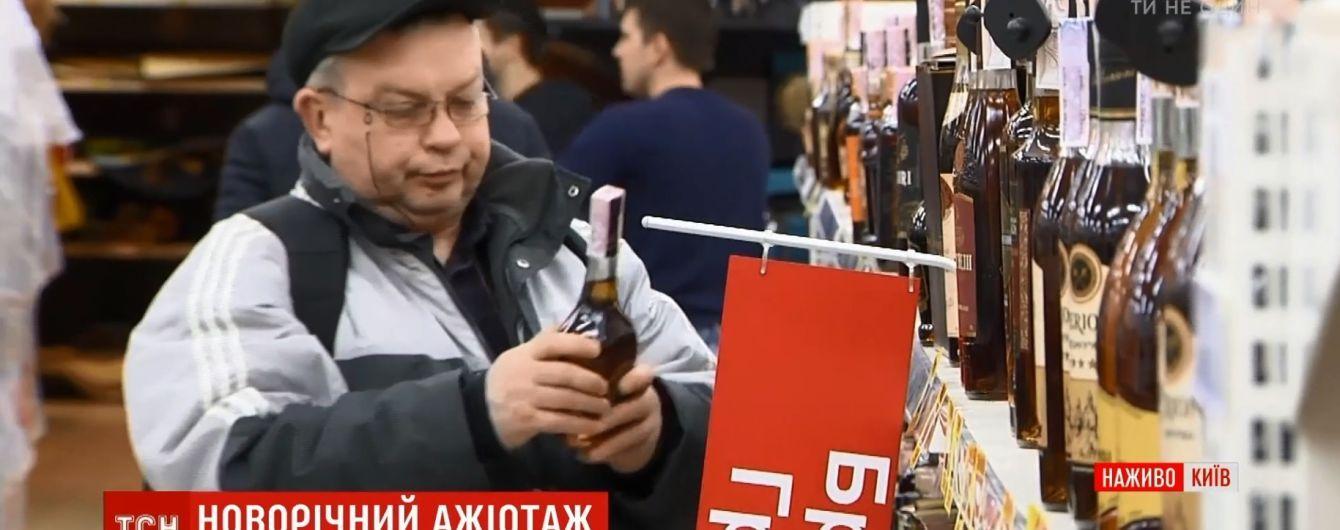 Украину одолевает предновогодний ажиотаж: цены на базарах растут, возле ТРЦ пробки