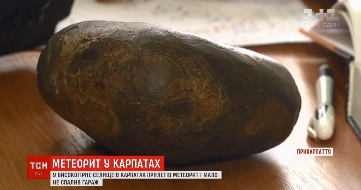 """""""Это как вспышка была"""": в Карпатах на гараж селянина упал метеорит"""