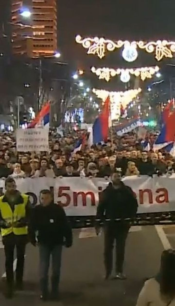 У Сербії продовжуються багатотисячні протести проти президента