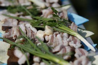 За год бутерброд с салом подорожал на 17%: сколько стоит популярное среди украинцев блюдо