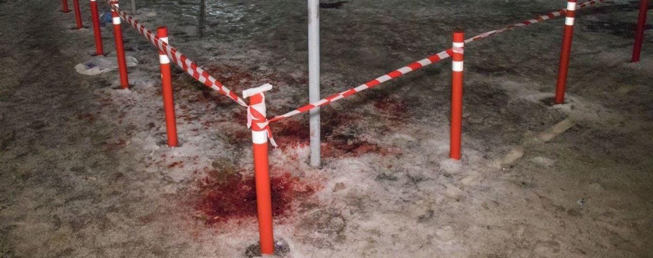 В Киеве мужчина ограбил магазин и подрезал полицейского ножом – СМИ