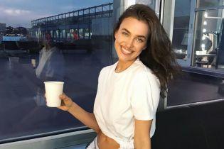 С улыбкой и в нижнем белье: Ирина Шейк поделилась интимным кадром