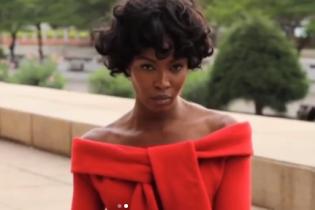 З кучерями і в елегантних вбраннях: Наомі Кемпбелл знялася У новій фотосесії в Гані