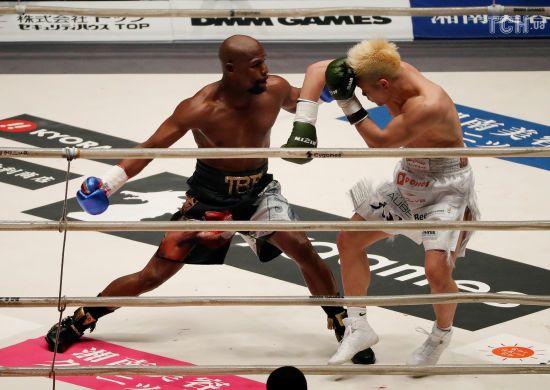 Мейвезер ефектно нокаутував японця в першому раунді виставкового двобою