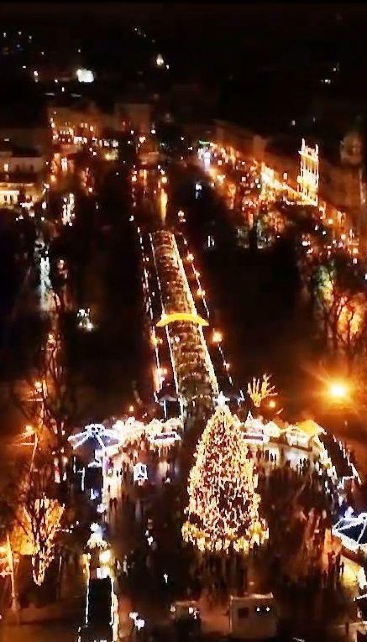 Праздник приближается: как празднуют Новый год в Одессе, Харькове и Львове