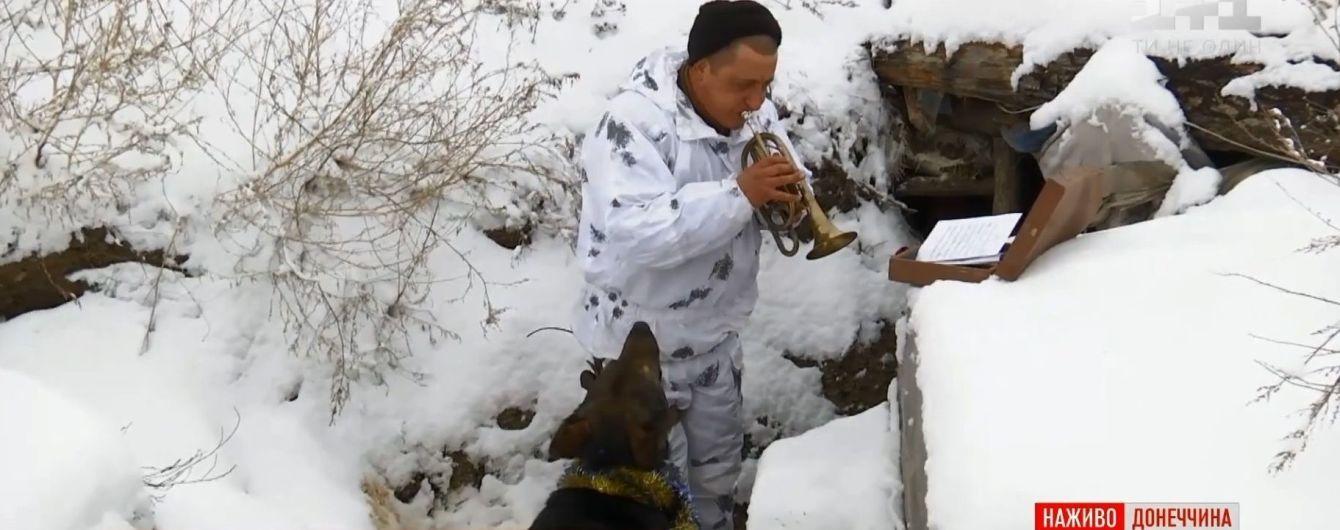 Музично-собачий хіт: військові з передової передали новорічне привітання українцям
