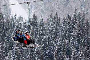 У Карпатах знайшли туристку, яка заблукала під час катання на лижах
