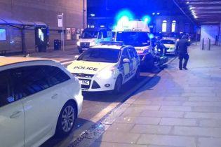 В Манчестере мужчина порезал ножом пассажиров и полицейского на станции метро