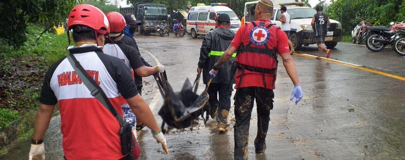 Количество жертв тропического шторма на Филиппинах возросло до 75