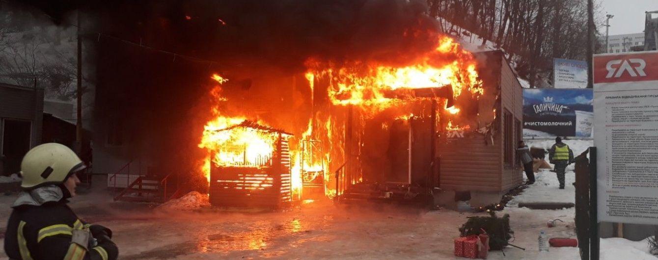 У Протасовому яру в Києві згоріло приміщення з прокату лиж