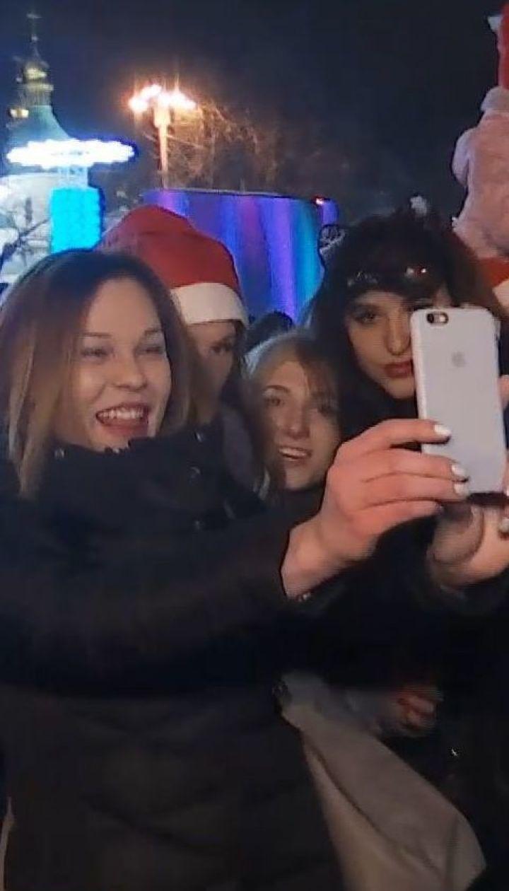 Танцы, объятия и гимн Украины: как Новый год встречали в столице
