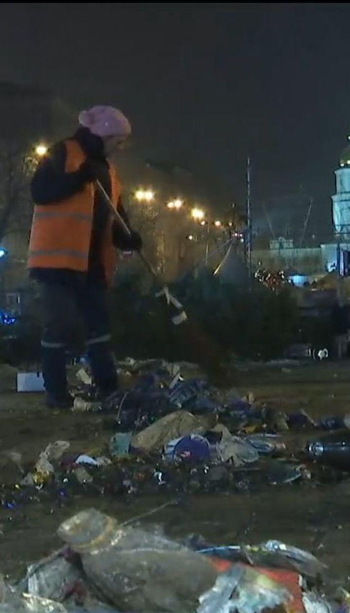 Более ста тонн мусора убрали коммунальщики после празднования в центре столицы