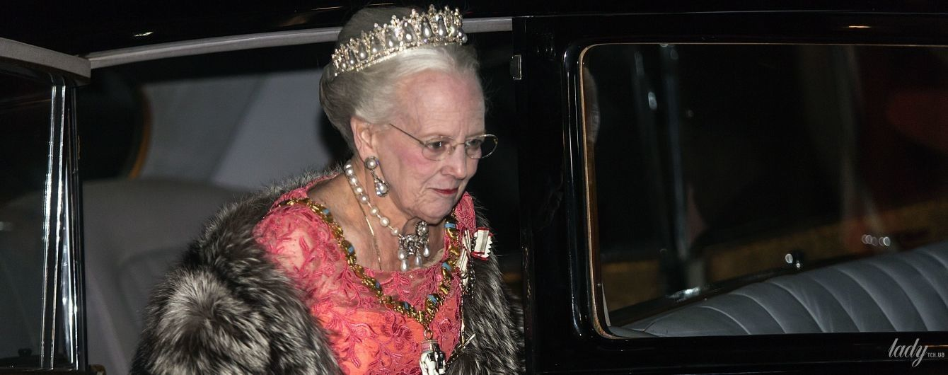 В коралловом платье и мехах: королева Маргрете II посетила торжественный прием
