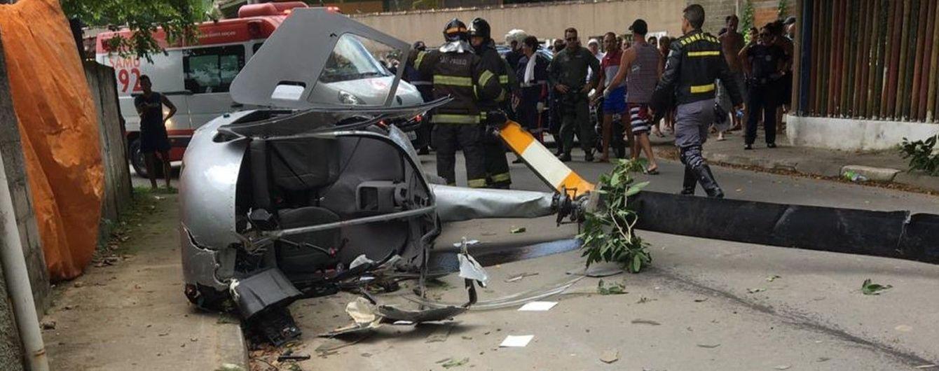 У Бразилії гелікоптер із туристами впав на людину