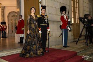 В вечернем платье и тиаре: кронпринцесса Мэри на праздничном мероприятии