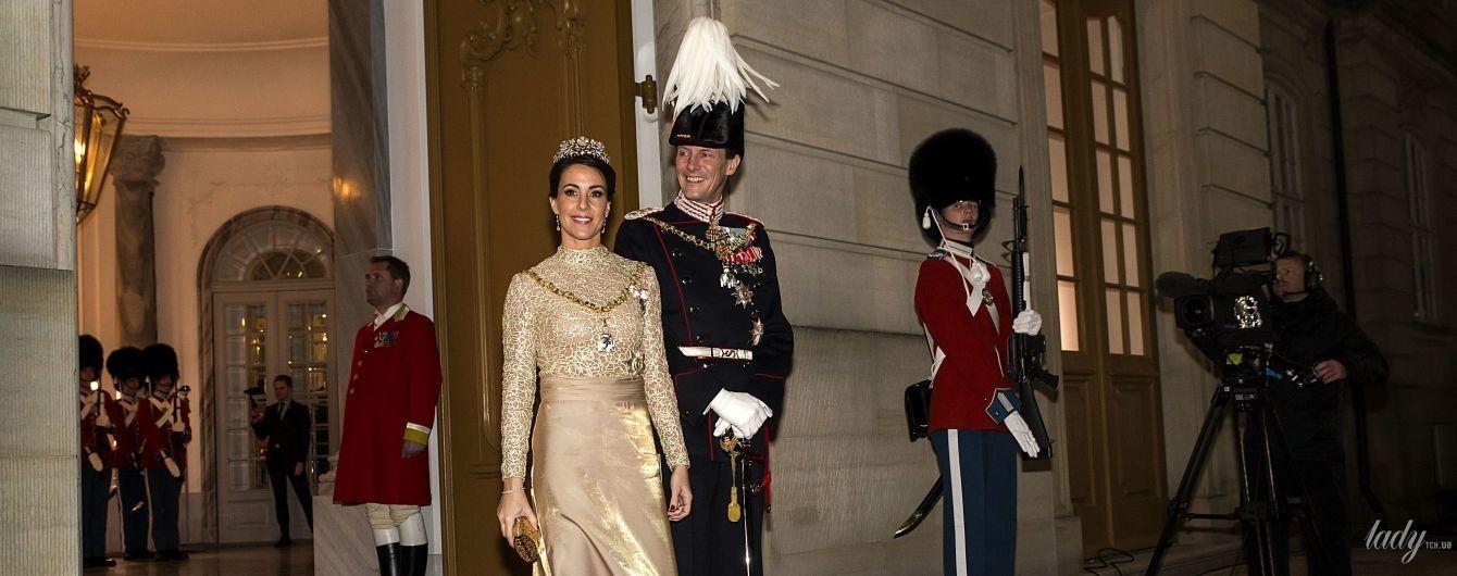 Тоже в золотом: принцесса Мари продемонстрировала блестящий образ на торжественном приеме