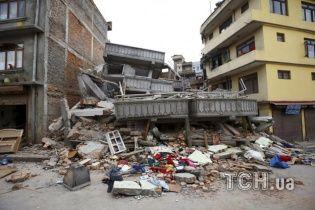 Вызванная землетрясением в Непале лавина убила 65 альпинистов на Эвересте